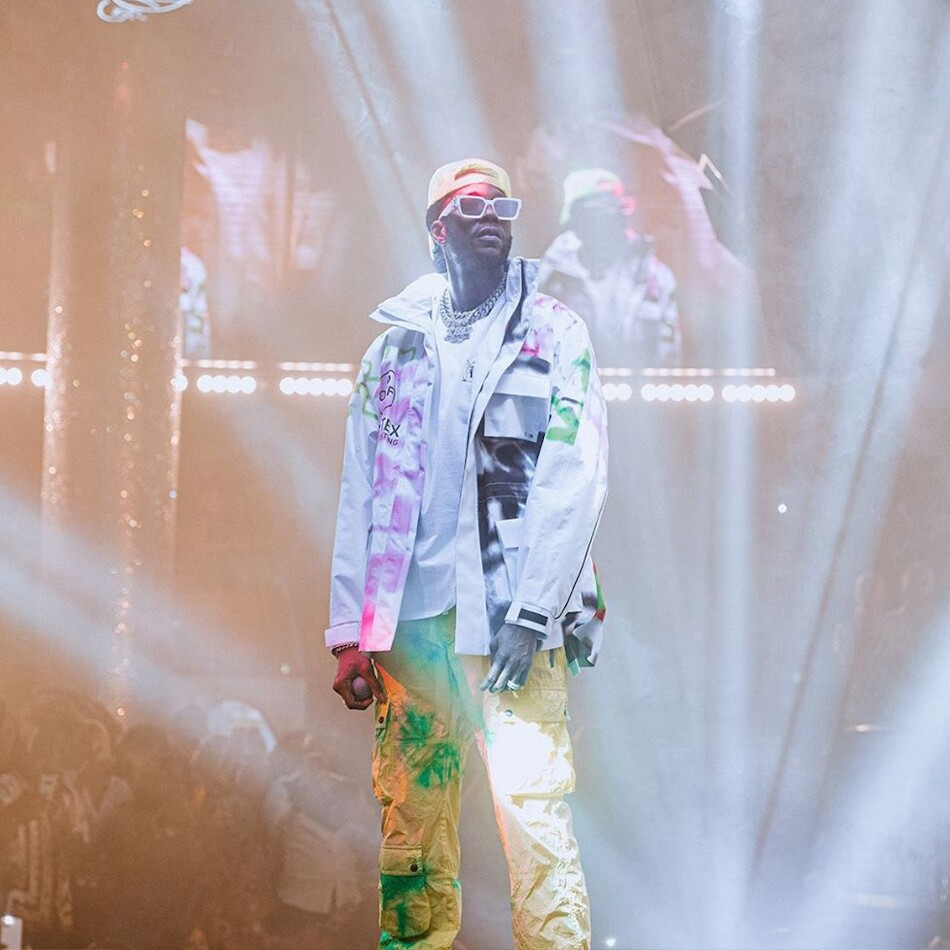 2 Chainz Performs At Drais Nightclub In Vegas Wearing Off White Palm Angels And Louis Vuitton