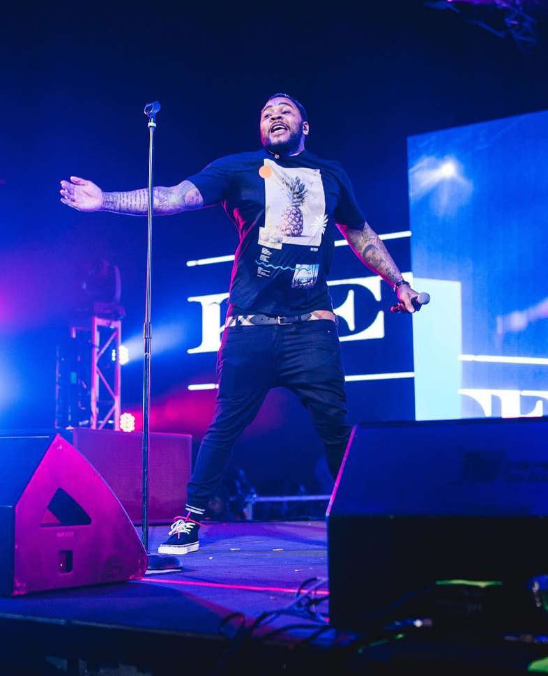 At A Show In Mississippi Kevin Gates Wears A Hugo Boss Pineapple Print Shirt And Off White High Top Sneakers