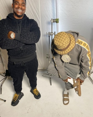 Dababy Wearing A Gucci Bucket With With Matching Sweats And Sandals