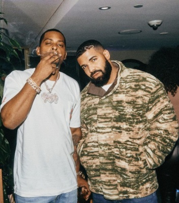 Drake Wearing A Han Kjobenhavn Camo Fleece Jacket