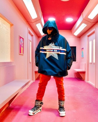 El Alfa Wearing Louis Vuitton Sunglasses With A Dior Navy Anorak Jacket Red Dsquared2 Jeans And Dior Snow Boots
