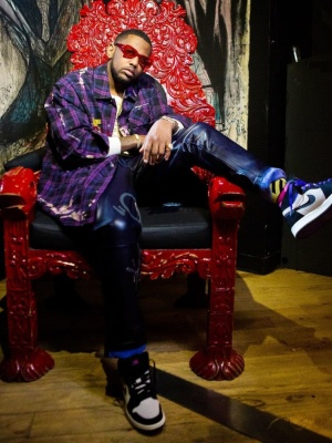 Fabolous Wearing Vintage Frames Red Sunglasses With An Off White Shirt And Socks And Jordan X Psg Sneakers