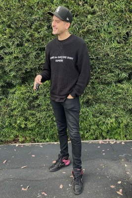 G Eazy Wearing A Comme Des Garcons X Supreme Sweater With A Chicago White Sox Hat And Nike Dunk Bloody Sunday Sneakers
