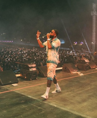 Gucci Mane Performing At Rolling Loud 2021 In A Gucci Shirt And Shorts And Sneakers