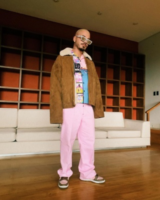 J Balvin Show Off His Brown And Pink Prada Louis Vuitton And Nike Fit