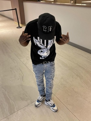 Jackboy Wearing A Dior X Kenny Scharf Hat With An Amiri T Shirt And Jeans Dior Belt And Sneakers