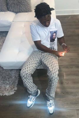 Jackboy Wearing A Kim Jone Dior White T Shirt With Dior Oblique Print Jeans And B22 Sneakers