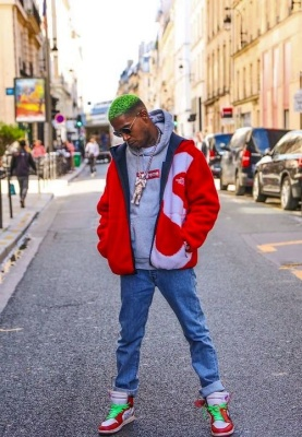 Kid Cudi Wearing Ray Ban Sunglasses With A Supreme X Tnf Fleece Jacket Supreme Hoodie And Nike X Off White Sneakers