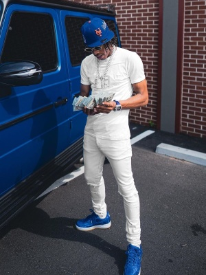 Lil Baby Wearing A Ny Mets Hat With A Dior Tee Amiri Jeans And Nike X Clot Sneakers