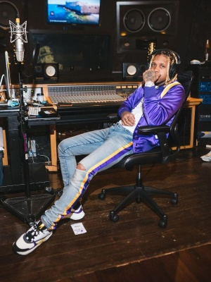 Lil Durk Wearing An Amiri Purple Teddy Jacket And La Lakers Stirped Jeans And Dior B22 Sneakers