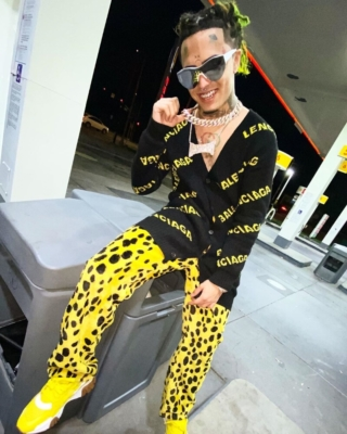 Lil Pump In Yellow Pants And Sneakers