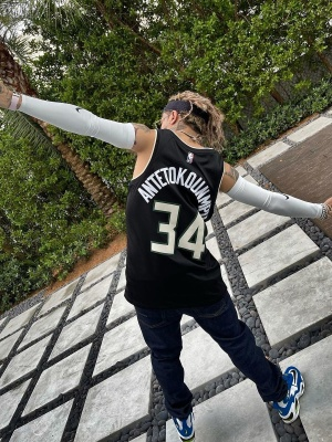Lil Pump Wearing A Bucks Jersey With Lips Sunglasses And Nike Blue Sneakers
