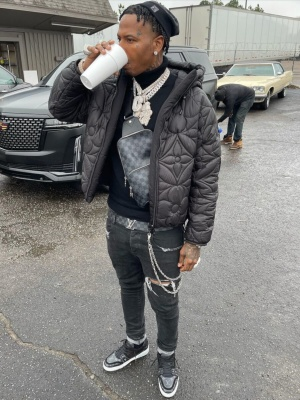 Moneybagg Yo Wearing An All Blck Louis Vuitton Outfit