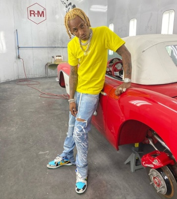 Rich The Kid Wearing A Supreme Bandan T Shirt Yellow With Off Whtie Jeans And Nike Chunky Dunky Dunks