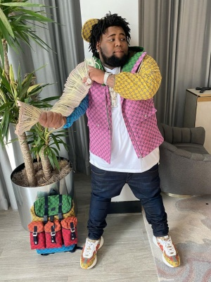 Rod Wave Wearing A Gucci Multicolor Canvas Jacket Yellow Hat Multicolor Gg Sneakers And A Multicolor Gg Backpack