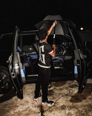 Zaytoven Beats Wearing A Dolce Gabbans Black And White Tee With Black Jeans And Balenciaga Triple S Sneakers